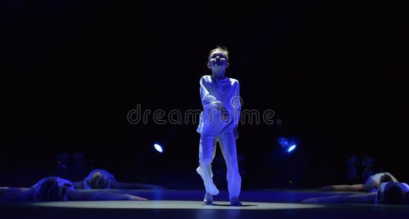 Leistung Kind-` s der Tanzgruppe, lizenzfreie stockbilder