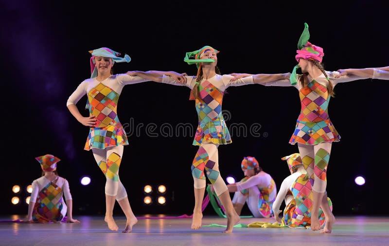 Leistung Kind-` s der Tanzgruppe, stockbild