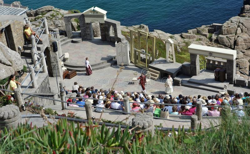 Leistung, Minack-Theater, Cornwall lizenzfreie stockfotos