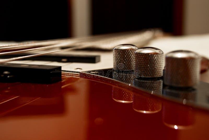 leistungsfähige Bass-Gitarre lizenzfreies stockfoto