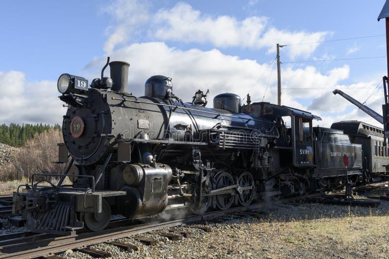 LEITARTIKEL am 18. Oktober 2015 historische Dampf-Züge und Erbeisenbahn der Sumpter-Tal-Eisenbahn oder Eisenbahn, Sumpter Oregon stockbild