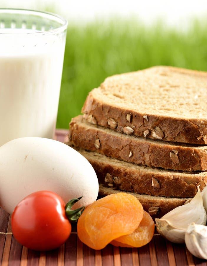 Leite, alho, mel e ovo com pão imagem de stock royalty free