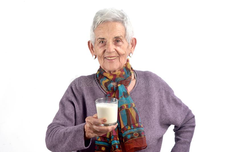 Leite bebendo da mulher superior no fundo branco imagem de stock royalty free
