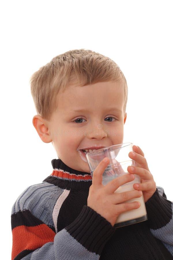 Leite bebendo do menino foto de stock royalty free