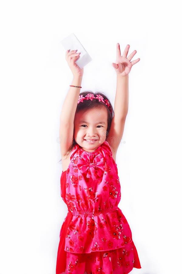Leite bebendo ou iogurte da menina feliz da criança imagem de stock royalty free