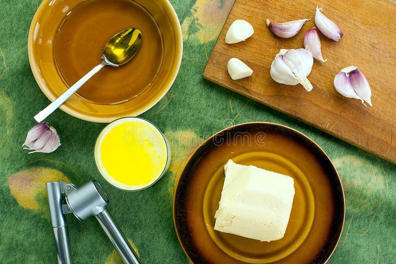 Leite com manteiga, alho e mel fotografia de stock