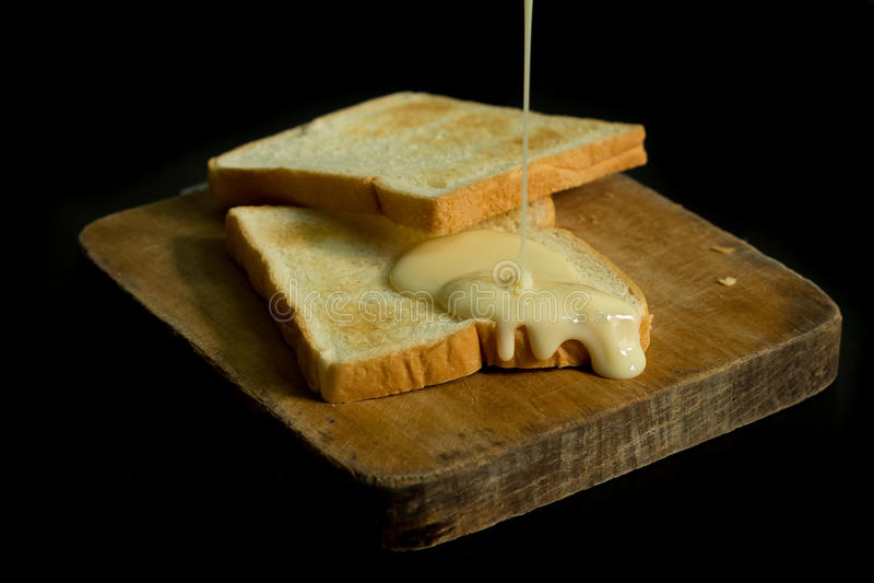 Leite condensado e pães Sweetened imagens de stock royalty free