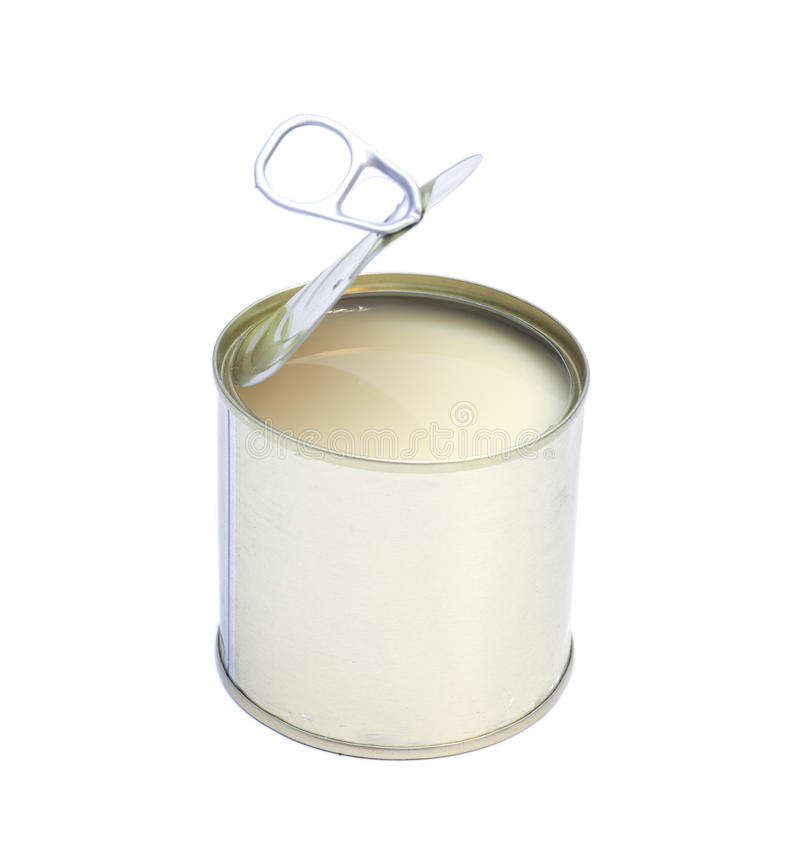 Leite condensado na lata de lata isolada no branco imagem de stock