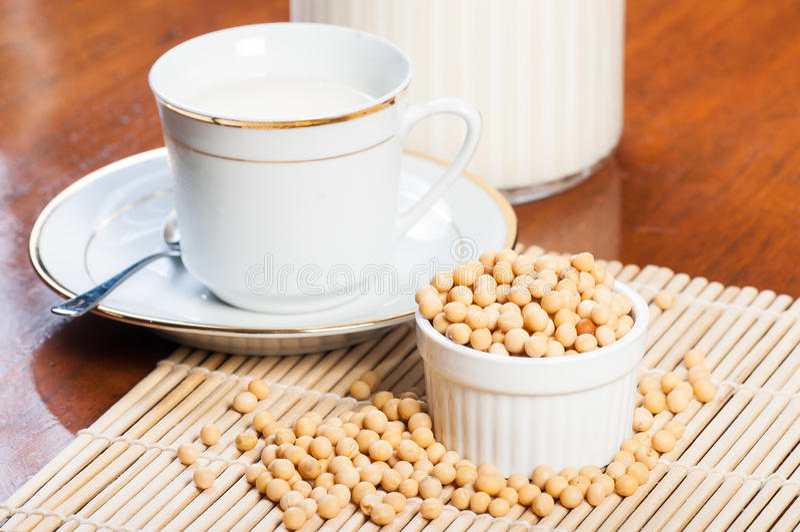 Leite de feijão de soja imagens de stock
