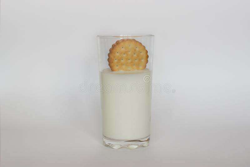 Leite e biscoitos fotografia de stock