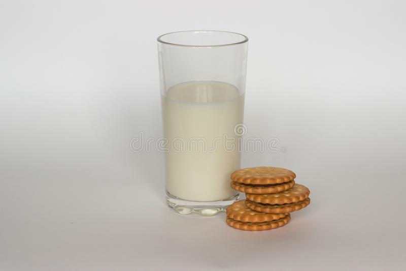 Leite e biscoitos imagens de stock royalty free