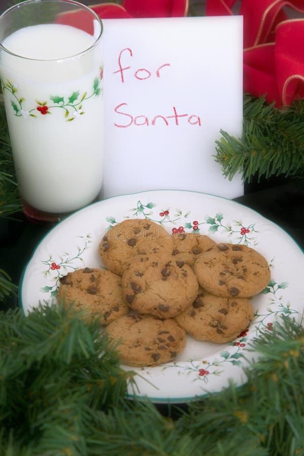 Leite e bolinhos para Santa foto de stock