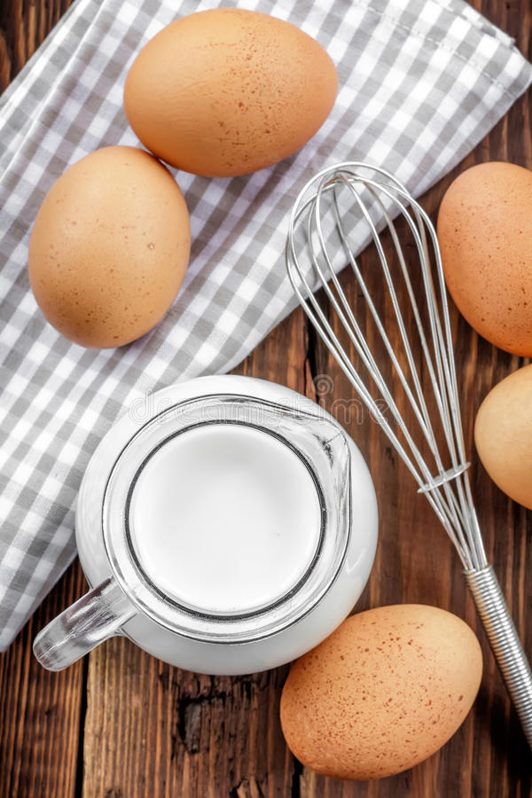 Leite e ovos imagem de stock royalty free