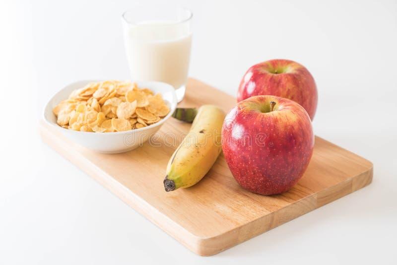 leite, maçã, banana e flocos de milho foto de stock