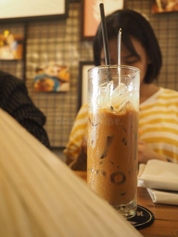 Leite vietnamiano tradicional do café fotos de stock