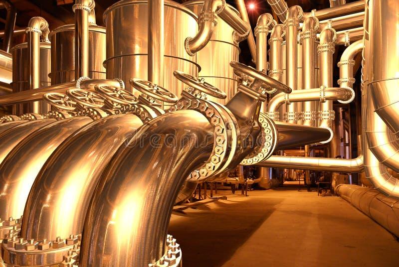Leiten Sie innerhalb Raffinerie 1 durch Rohre stock abbildung