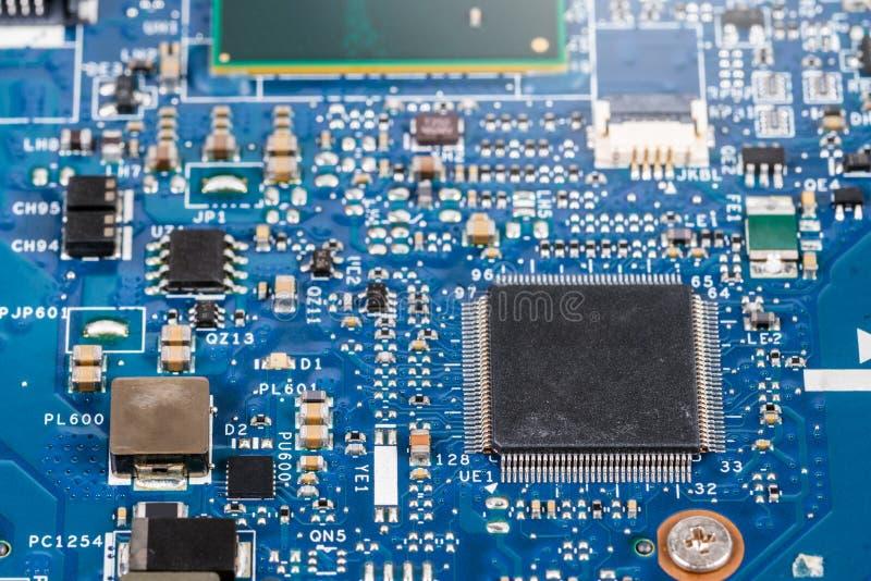 Leiterplatte mit Prozessor stockbilder