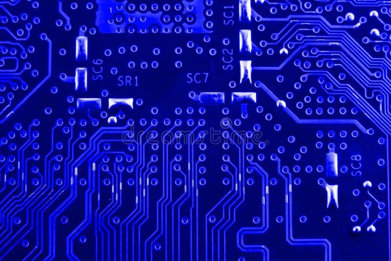 Leitfähige Bahnen auf dem Motherboard der Leiterplatte schließen Makro lizenzfreie stockfotografie
