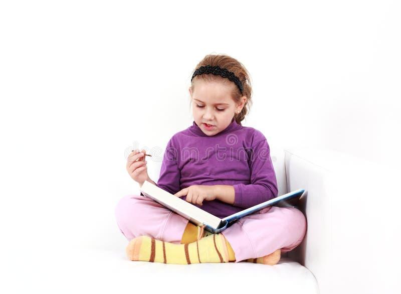 Leitura da menina fotografia de stock