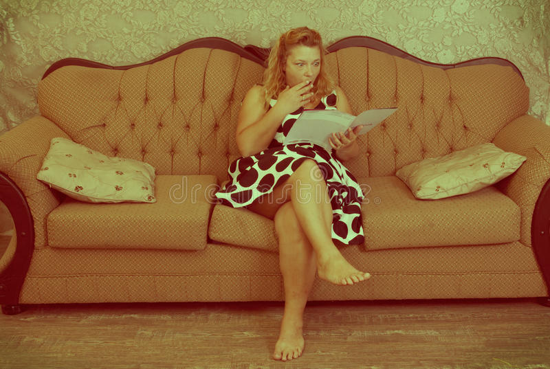 Leitura da mulher do vintage fotografia de stock