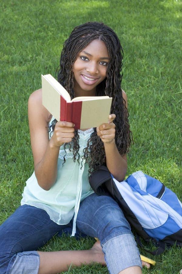 Leitura do estudante imagem de stock royalty free