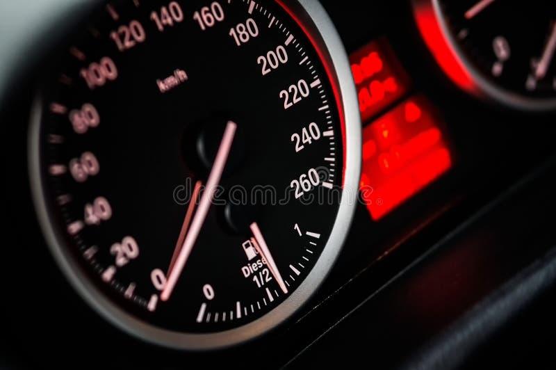 Leitura do indicador de velocidade em zero fotos de stock
