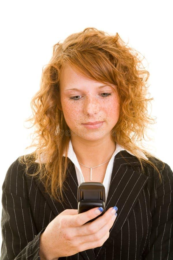 Leitura SMS da mulher fotos de stock