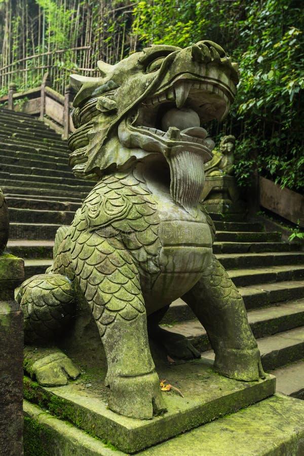 Lejon för sten för Sichuan qingchengberg arkivbilder