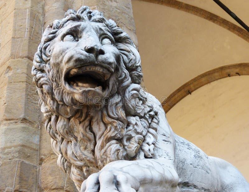 Lejon på loggiadeien Lanzi, piazzadella Signoria, Florence, Italien arkivfoto