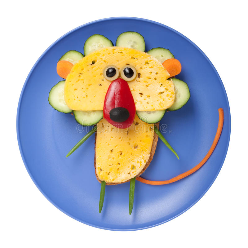 Lejon som göras av bröd, ost och grönsaker royaltyfria foton