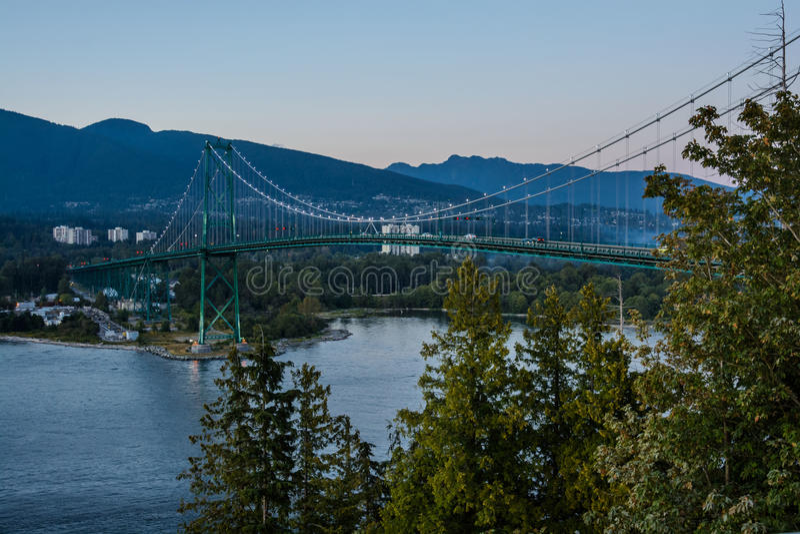 Lejonportbro, solnedgång och afton i Vancouver, Kanada royaltyfria foton