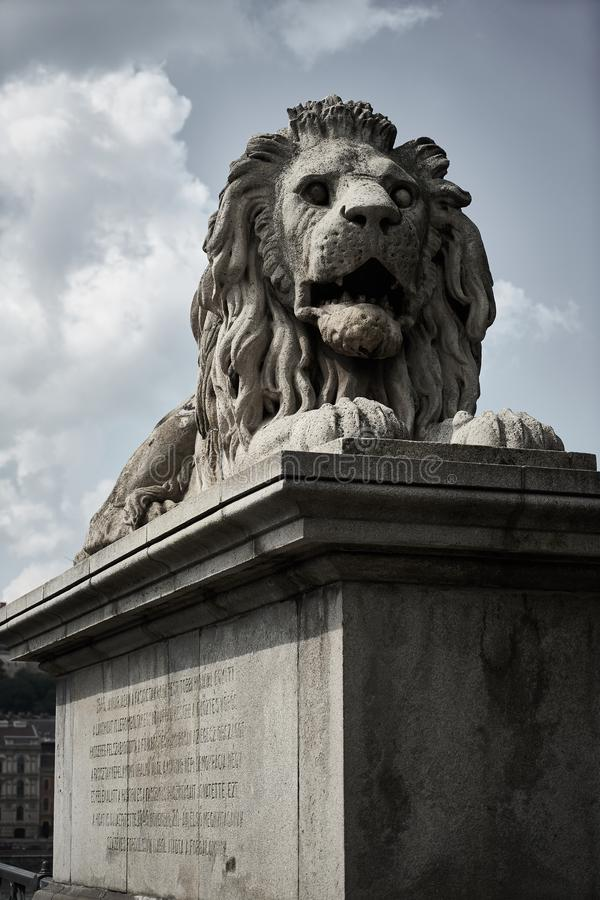 Lejonskulptur på uppsättningen arkivbild