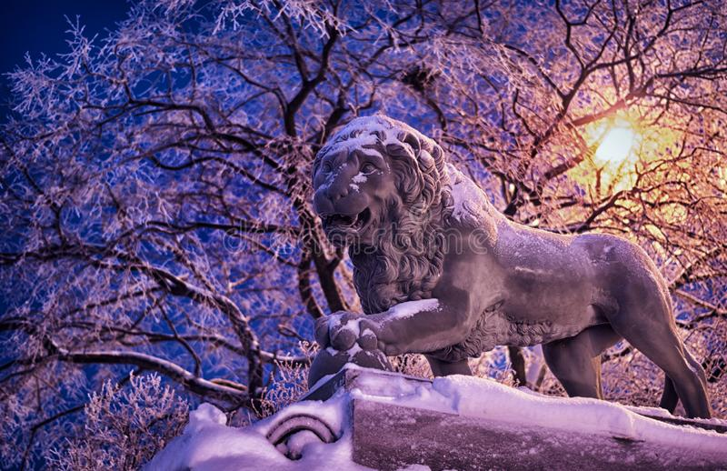 Lejonskulpturen i St Petersburg, Ryssland arkivfoton