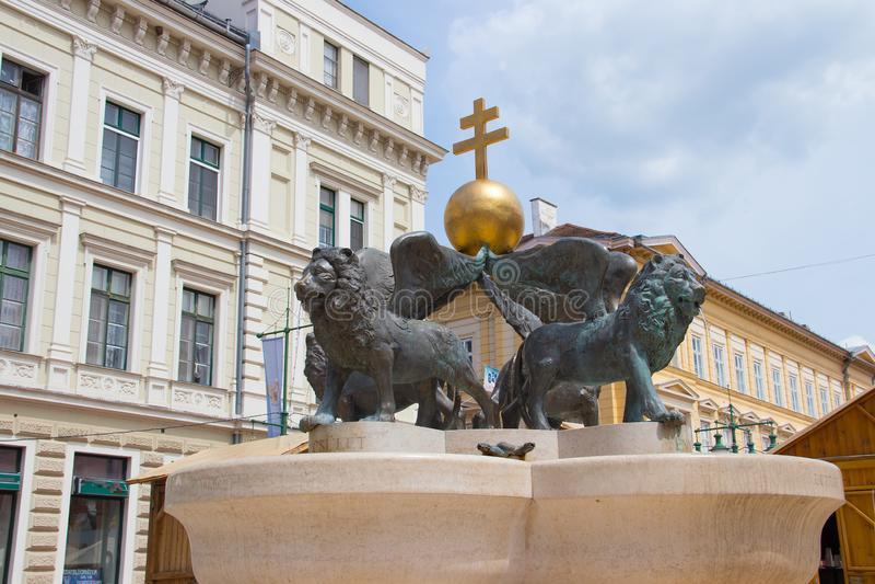 Lejonspringbrunn, Klaus fyrkant, Szeged, Ungern, Europa arkivbild