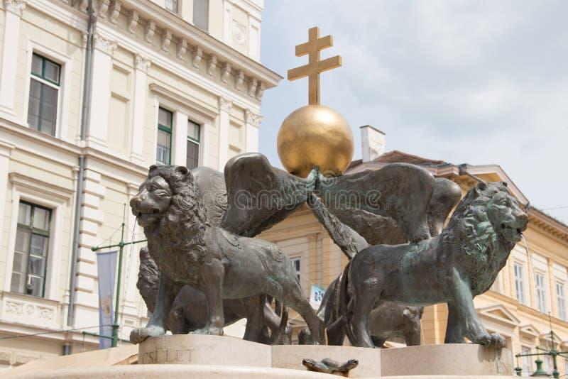 Lejonspringbrunn, Klaus fyrkant, Szeged, Ungern, Europa arkivfoto