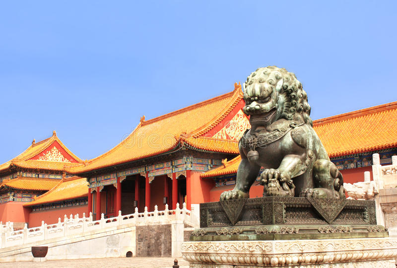 Lejonstaty i Forbidden City, Peking, Kina royaltyfria foton