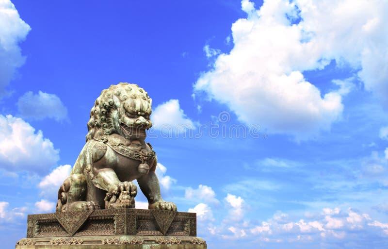 Lejonstaty i Forbidden City, Peking, Kina royaltyfria bilder