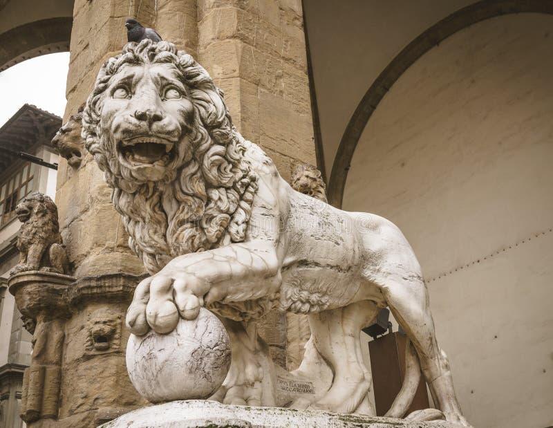 Lejonstaty på piazza Della Signoria, Florence arkivfoto