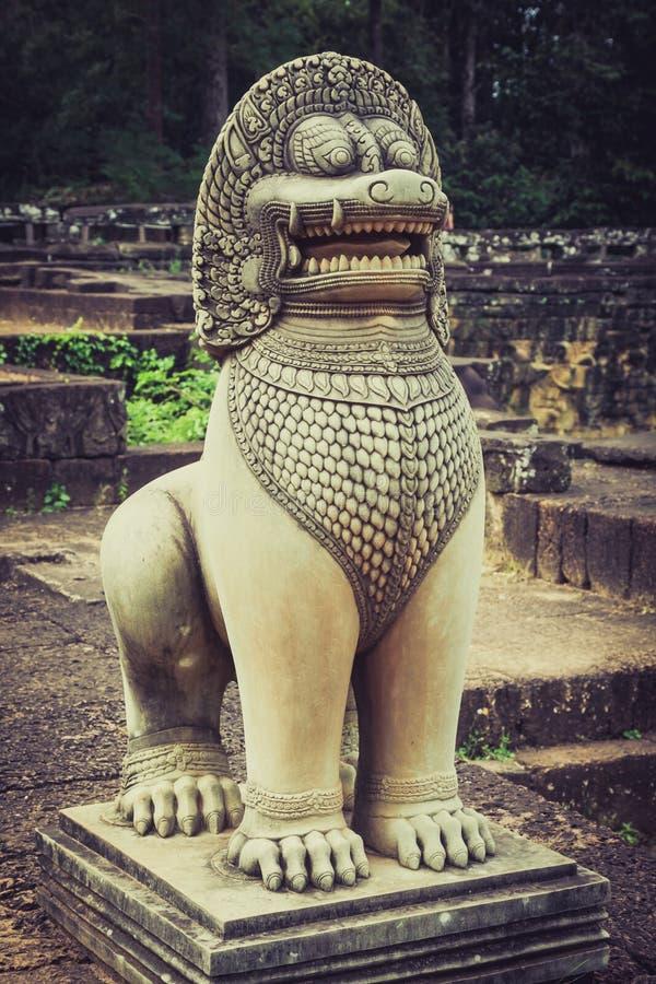 Lejonstaty på terrassen av elefanterna, Angkor Thom, Siemreap royaltyfri bild