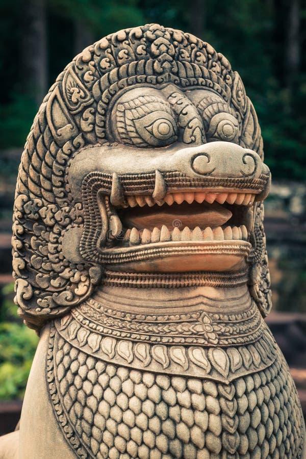 Lejonstaty på terrassen av elefanterna, Angkor Thom, Siemreap arkivfoto