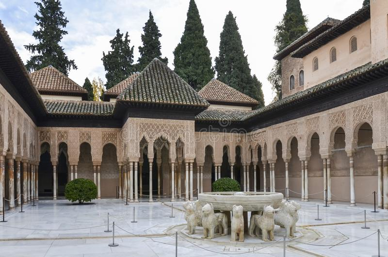 Lejonuteplats i Alhambra, Granada, Spanien royaltyfria bilder