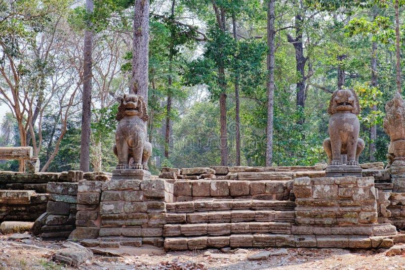 Lejonvakt Prasat Bayon i Angkor Thom, Cambodja arkivfoton