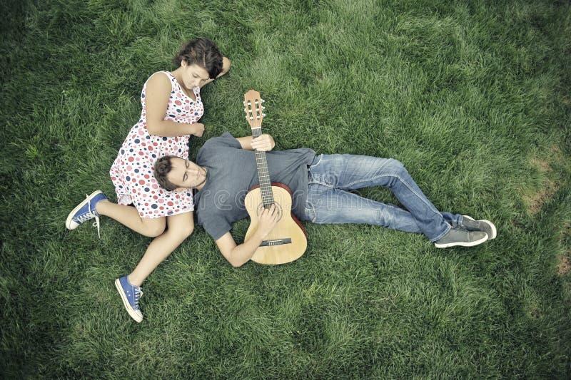 leka barn för gitarrman royaltyfria foton