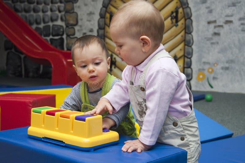 leka för barn royaltyfri foto