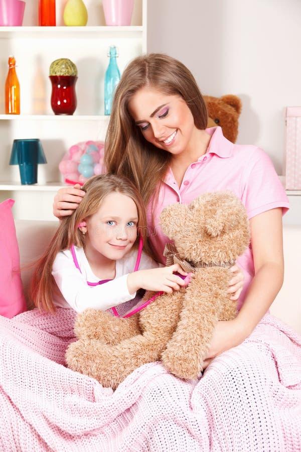 leka för barnmoder arkivfoto