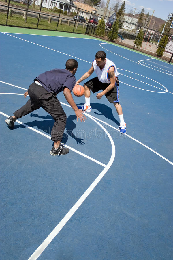leka för basketmän royaltyfria bilder