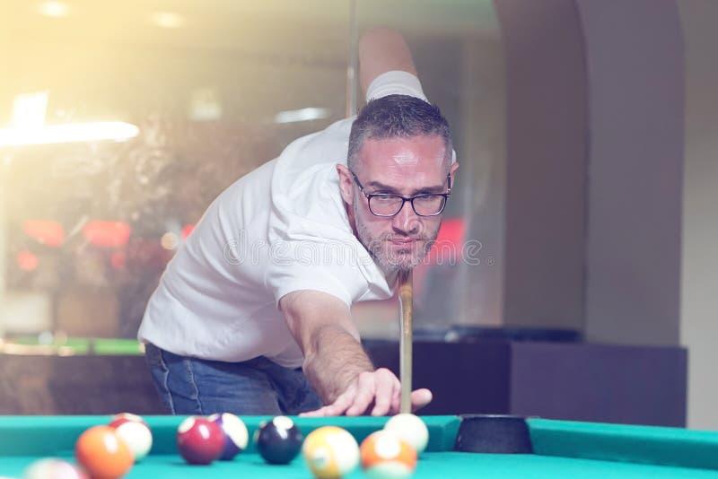 leka för billiardman arkivfoton