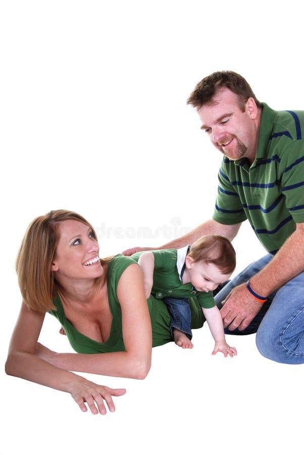 leka för familj royaltyfria foton