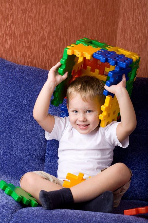 leka för pojke royaltyfri fotografi