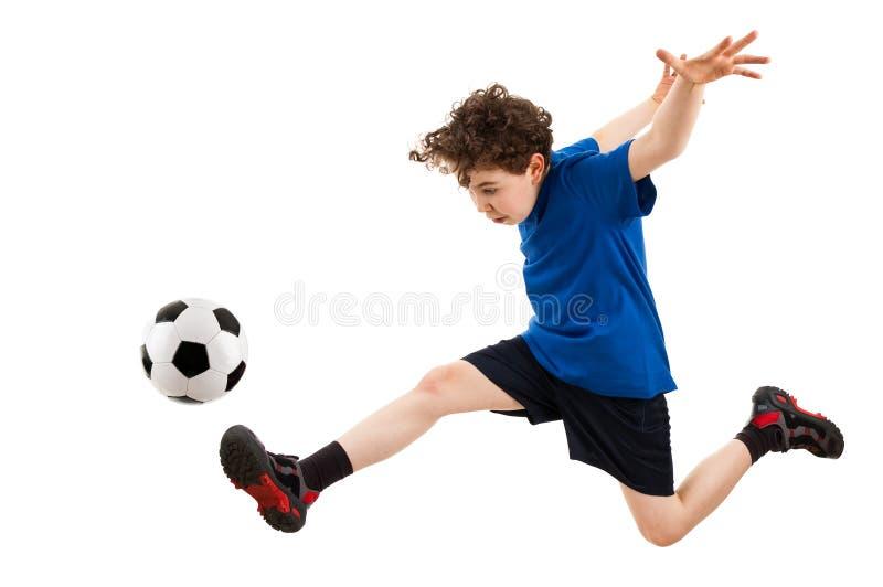 leka för pojkefotboll royaltyfri foto